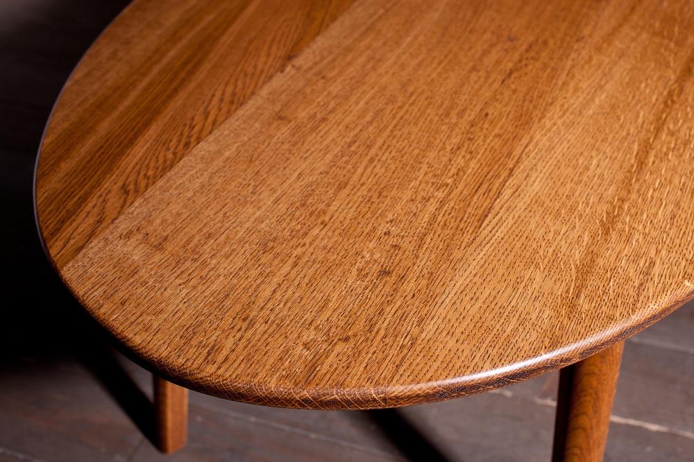 ナラのオーバルテーブル